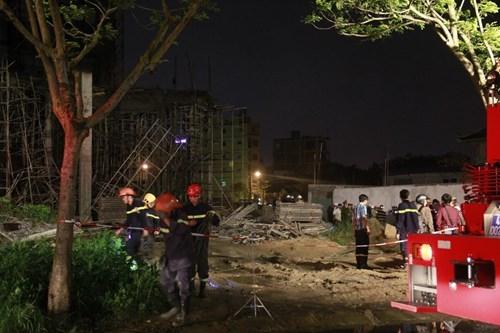 Kinh hãi với hiện trường vụ sập giàn giáo tòa nhà ở Đà Nẵng ảnh 7