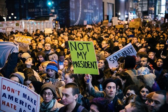Biểu tình phản đối ông Trump ở New York tháng 11/2016 (Ảnh: EPA)