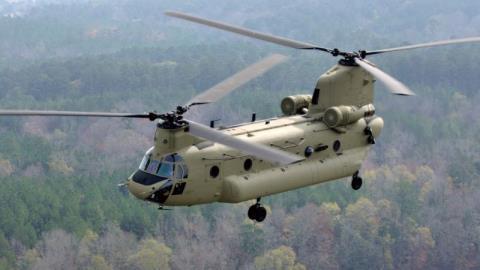 My nang cap truc thang CH-47 Chinook thanh cu ong 100 tuoi