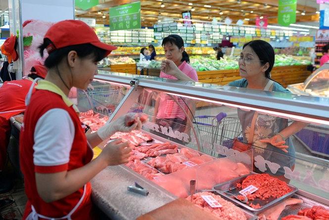 Người nuôi heo lỗ, dân vẫn mua thịt giá cao