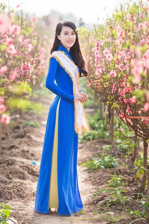 Nữ sinh duyên dáng bên vườn đào ngày cận Tết gây sốt - ảnh 4