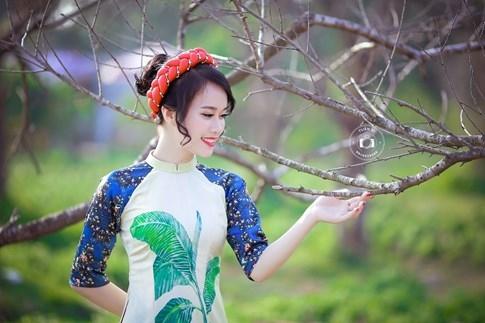 Nữ sinh duyên dáng bên vườn đào ngày cận Tết gây sốt - ảnh 7