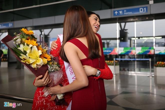 Pham Huong tien Le Hang len duong thi Miss Universe hinh anh 2