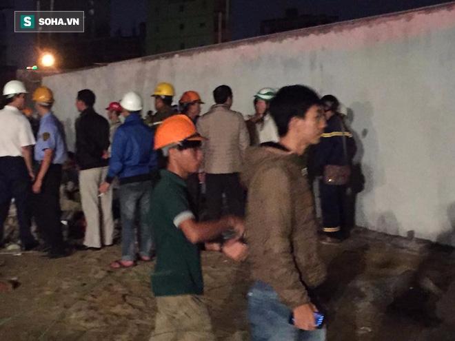 [NÓNG] Sập công trình ở Đà Nẵng, 5 người được đưa ra ngoài - Ảnh 5.