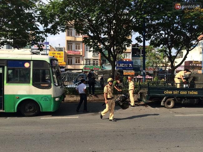 TP. HCM: Va chạm với xe buýt, 2 ông cháu mắc kẹt dưới đầu xe, 1 người tử vong - Ảnh 3.