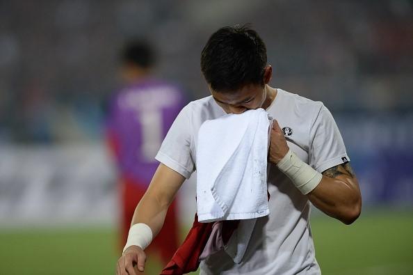 Sau khi đội tuyển Việt Nam dừng bước tại AFF Cup 2016, Nguyên Mạnh gửi lời xin lỗi tới người hâm mộ cả nước vì tấm thẻ đỏ ở trận bán kết.