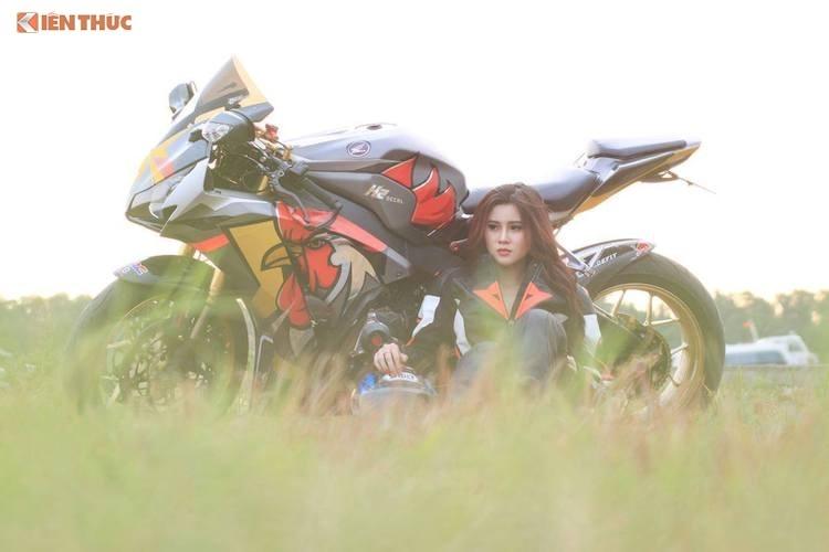 """Chân dài Việt đọ dáng bên """"siêu gà"""" Honda CBR1000RR - 10"""