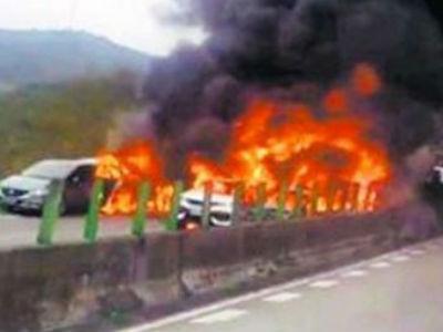 Xe tải đâm nát nhiều ô tô, 25 người thương vong