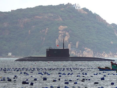 Hình ảnh tàu ngầm 187 Bà Rịa – Vũng Tàu trong vịnh Cam Ranh