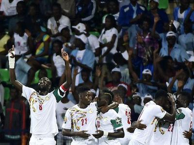 Mane giúp Senegal sớm vào tứ kết