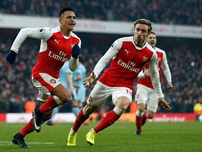 10 người Arsenal bảo vệ chiến thắng trước Burnley