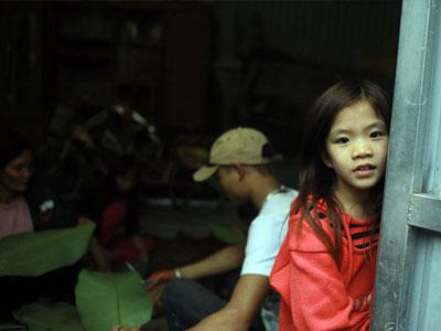 Ngày cuối năm tại nhà người phụ nữ một mình nuôi 14 đứa con ở HN