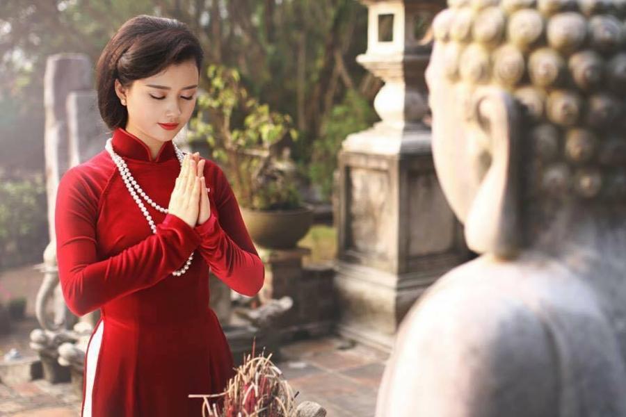 Vì sao phụ nữ đến ngày đèn đỏ không được đi chùa lễ phật