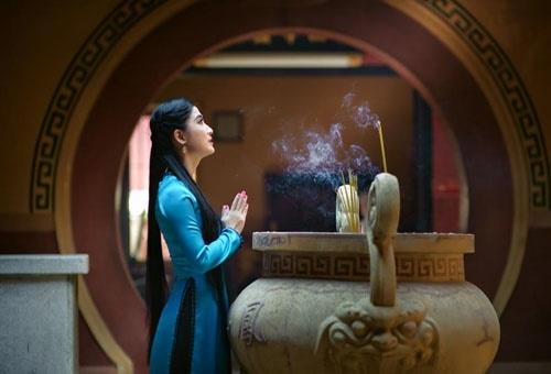 Vì sao phụ nữ đến ngày đèn đỏ không được đi chùa lễ phật - 1