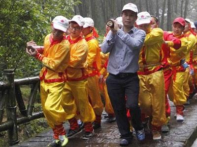 Nghệ An dâng cặp bánh chưng 7 tạ lên mộ bà Hoàng Thị Loan