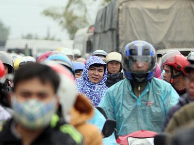 Ách tắc kinh hoàng tại chợ Viềng trước giờ khai hội