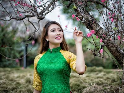 Hoa khôi Hà Giang khoe sắc rạng rỡ đầu Xuân trong tà áo dài