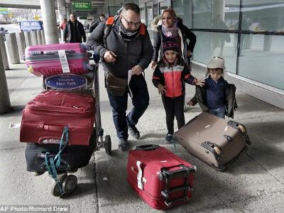 Hàng nghìn người đổ xô tới Mỹ, sợ lỡ