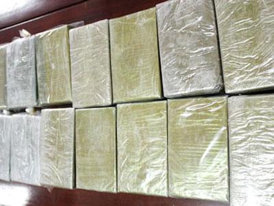 Nổ súng khống chế 2 đối tượng tàng trữ 6 bánh heroin