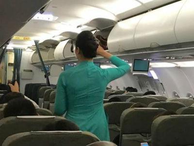 Phạt khách Trung Quốc dọa đánh tiếp viên Vietnam Airlines
