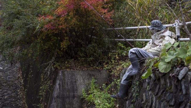 Ám ảnh khung cảnh rùng rợn của ngôi làng tại Nhật Bản nơi búp bê dần thay thế con người - Ảnh 3.