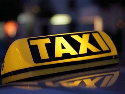 Tài xế lái taxi chạy quá tốc độ vì... hành khách xì hơi