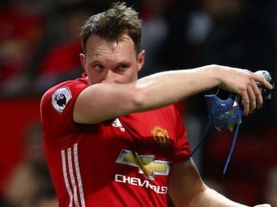 Man Utd mất trung vệ trụ cột trong trận đấu với Watford