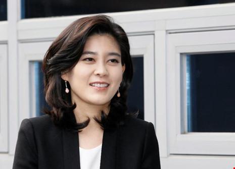 Bà Lee Boo-jin, con gái Chủ tịch Samsung Electronics, em gái Thái tử Samsung Lee Jae-yong, Chủ tịch kiêm Tổng Giám đốc Khách sạn Shilla, đến dự hội nghị cổ đông hàng năm của khách sạn ngày 16-2-2012. Ảnh: REUTERS