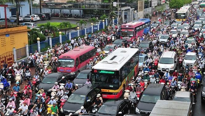 Không khí Hà Nội ô nhiễm do ô tô, xe máy xả thải