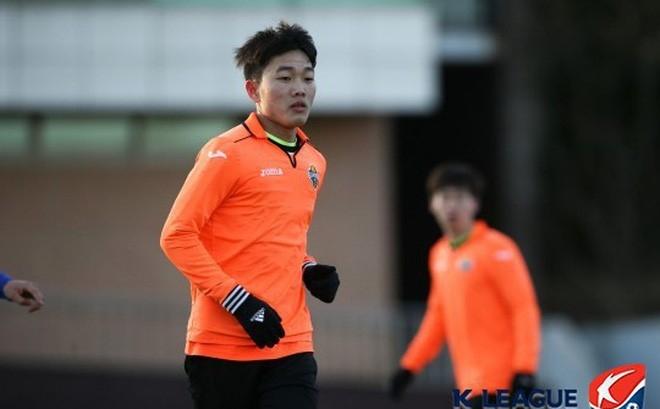 Gangwon FC cam kết sẽ bố trí Xuân Trường đá chính tối thiểu 10 trận ở K.League Classic 2017.