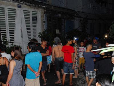 TP.HCM: Cứu hai người đàn ông trong căn nhà bốc cháy
