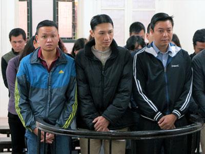 """Vụ """"móc túi"""" khách hàng ở cây xăng Trần Khát Chân: 16 bị cáo hầu tòa"""