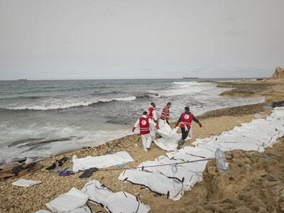 Xác 74 người bí ẩn dạt bờ biển Libya