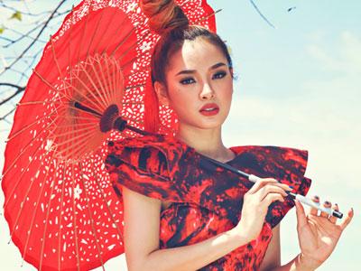 Phương Trinh Jolie khoe sắc trong trang phục Á Đông