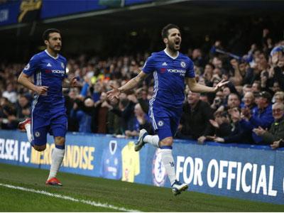 Đá bại Swansea 3-1, Chelsea bỏ xa M.C 11 điểm