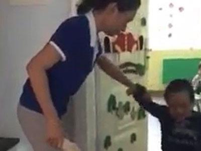 Phạt tiền 2 cô giáo mầm non cầm dép đánh đầu trẻ