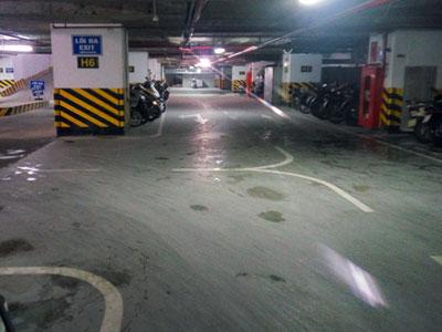 Hà Nội: Bể phốt chung cư cao cấp rò rỉ giữa đêm, chất thải chảy ra bốc mùi cả tầng hầm