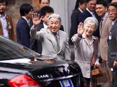 Nhà vua và Hoàng hậu Nhật thăm Văn Miếu - Quốc Tử Giám