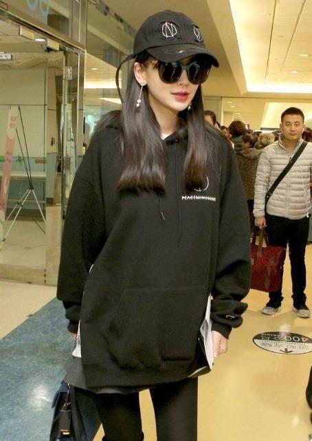 Muon kieu dien ao hoodie cua sao Hoa ngu hinh anh 10