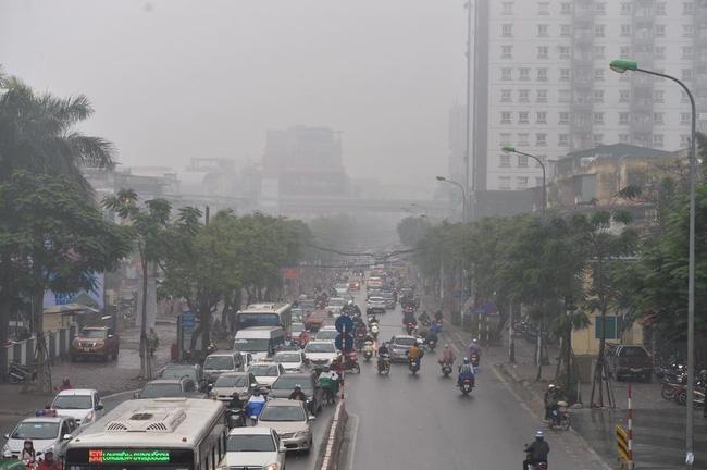 Chùm ảnh: Hà Nội mờ ảo trong sương mù dày đặc ngày cuối tuần - Ảnh 6.