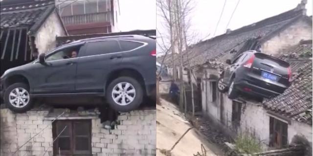 Clip: Xe điên mất lái lao thẳng lên mái nhà - Ảnh 2.