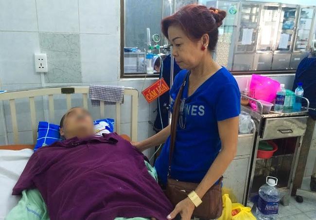 """Mẹ tài xế GrabBike bị xe ôm đâm gục ở Sài Gòn: """"Nhìn con máu me đầy người, lòng tôi đau như dao cắt"""" - 1"""