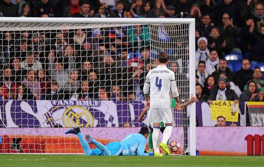 Ronaldo lap ky luc, Real doi lai ngoi dau tu tay Barca hinh anh 5