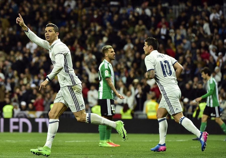 Ronaldo lap ky luc, Real doi lai ngoi dau tu tay Barca hinh anh 10