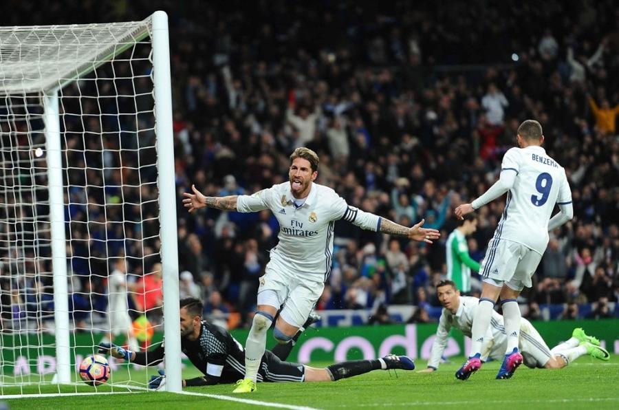 Ronaldo lap ky luc, Real doi lai ngoi dau tu tay Barca hinh anh 12