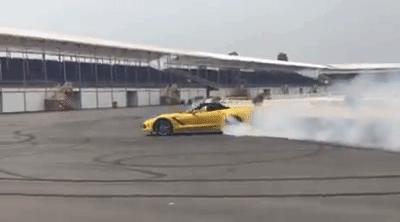 Nữ tay đua đốt lốp Chevrolet Corvette C7 Stingray mui trần tại trường đua 2.000 tỷ Đồng của Dũng lò vôi - Ảnh 4.