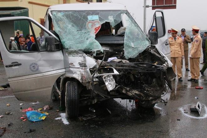 Nhiều nạn nhân vụ xe tải đâm xe đón dâu vẫn đang bất tỉnh - Ảnh 1.