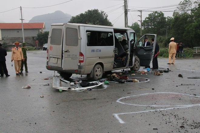 Nhiều nạn nhân vụ xe tải đâm xe đón dâu vẫn đang bất tỉnh - Ảnh 2.