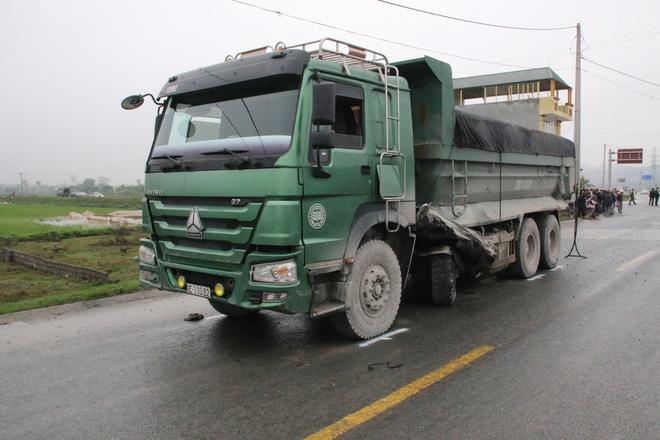 Nhiều nạn nhân vụ xe tải đâm xe đón dâu vẫn đang bất tỉnh - Ảnh 3.