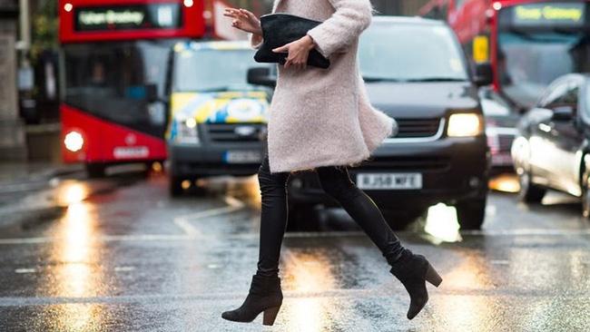 Những ngày trời mưa ẩm ướt, khó khăn nhất có lẽ là việc chọn giày! - Ảnh 18.